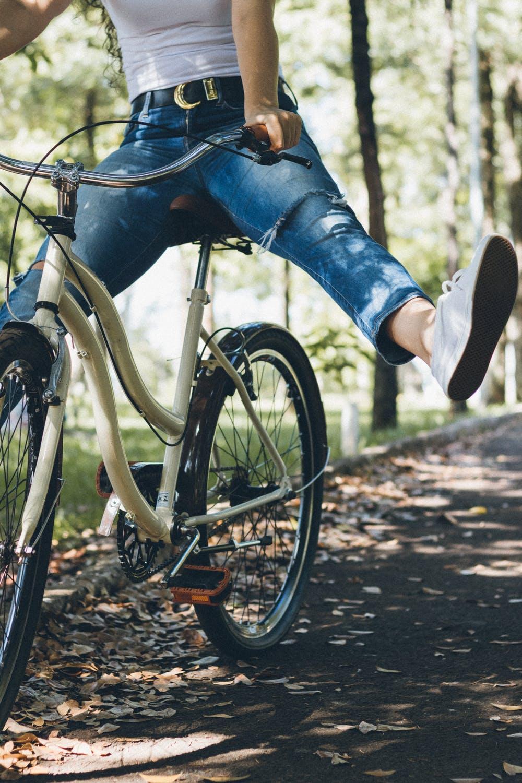 Person der cykler