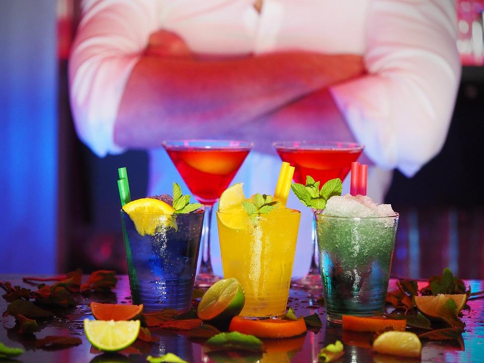 cocktails i forskellige farver